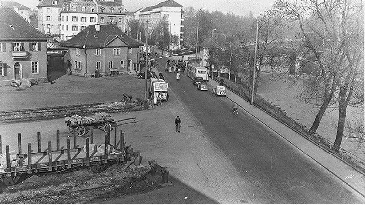 Bahnhof Giesshübel und Manessestrasse 1953. Noch ohne Sihlhochstrasse, Bahnunterführung.  Gesehen im Tagblatt der Stadt Zürich vom 26.04.2017 (http://epaper2.tagblattzuerich.ch/ee/tazh/_main_/2017/04/26/001/)