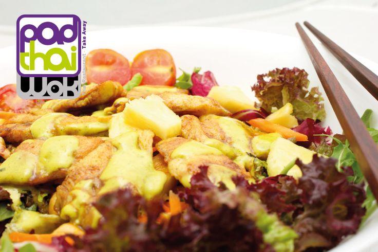 Plato/Course: #Satay #Salad with chicken grilled satay style, pineapple, cashewnuts and stay sauce / #Ensalada Satay con pollo, #piña, anacardos y salsa #curry satay. (nº20). Si quieres probar algo diferente, entonces acabas de encontrarlo: PadthaiWok. / If you looking for to try something different, then you have found it already.  #comidasana #comidaparallevar #restaurantetailandes #restaurantethai #thai #thailan #thaifood #calidad #comidaadomicilio