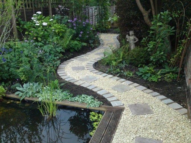 Einen Auffallenden Gartenweg Anlegen Splitt Mit Betonplatten Kombinieren Gartenteich Statue Giardino