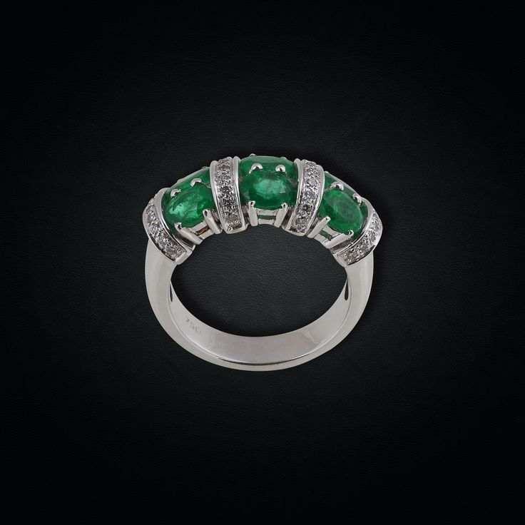 Emerald & Diamond Band Ring mounted in 18K White Gold