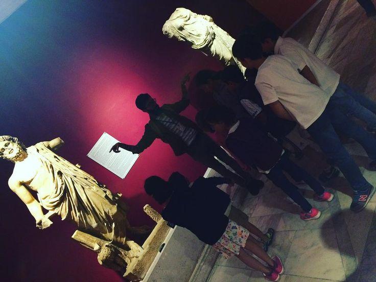 Genç kaşifler zaman yolculuğunda... 2. Bölüm  #müze #arkeoloji #sanat #sanatsevdası #antalya #sosyoloji #instacollage #instaart #akdeniz #akdenizuniversitesi #herakles http://turkrazzi.com/ipost/1525630163894991477/?code=BUsII0JlPp1