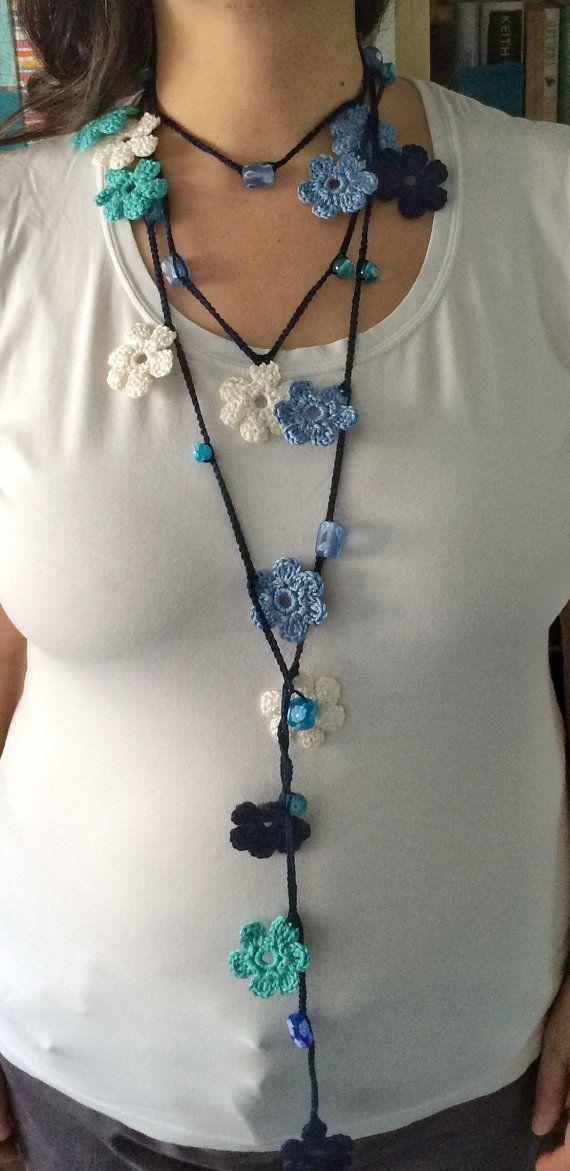 Collar de ganchillo con cuentas azul flores por GabyCrochetCrafts