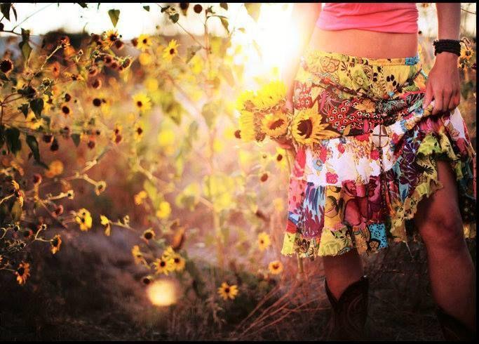 La mulţi ani, dragele noastre!  Mărţişorul nostru pentru voi este un discount de 10% pentru toate comenzile plasate de 1 Martie pe www.hainehippie.ro.  O primăvară plină de iubire vă dorim!
