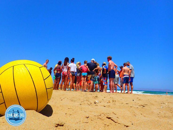 Strandactiviteiten op Kreta: In de warme zomermaanden juli en augustus is het rond de Middellandse Zee altijd mooi weer. De ene dag is wat warmer dan de andere. Dat betekent wel dat u regelmatig verkoeling nodig heeft. Maar het is echt niet zo, dat u helemaal niks kunt doen door de warmte. In de zomervakantie
