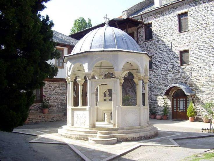 Η φιάλη της Μονής Κουτλουμουσίου στο Άγιον Όρος - The phiale of the Monastery of Koutloumousiou on Mount Athos