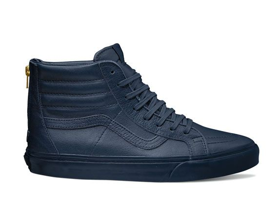 After giving us the Henna Boot Leather Pack last week, Vans brings us the Sk8-Hi Zip CA Boot Leather pack with two new colorways for the Holiday 2014 season. A fresh take on the ever iconic Vans Sk8-Hi, the Sk-8 Hi Zip CA was given a premium … READ MORE