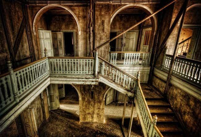 भूत-प्रेत की कहानियां हमेशा से ही लोगों को रोमांचित करती रही हैं. क्या भूत वास्तविकता में होते हैं या यह सिर्फ डरावनी जगहें की बातें हैं?