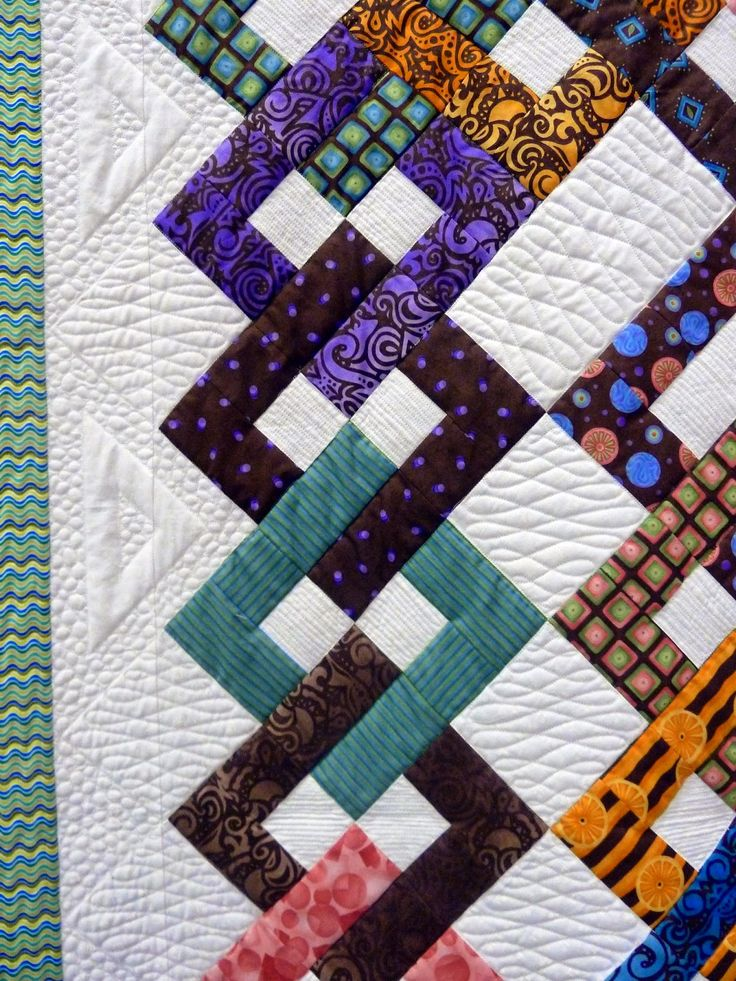 Intertwined by Lecia Majewski.  President's Award.  2014 Lakeview Quilters Guild show, close up photo by Sue Garman