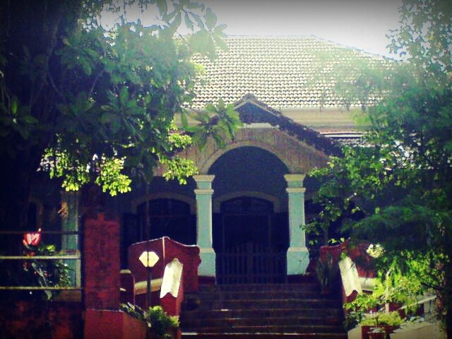 The Portuguese in Goa, built residential houses reflecting a style which is hardly found elsewhere on the Indian subcontinent.