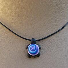 Pendentif tortue lilou  avec motif spirale mutlicouleur
