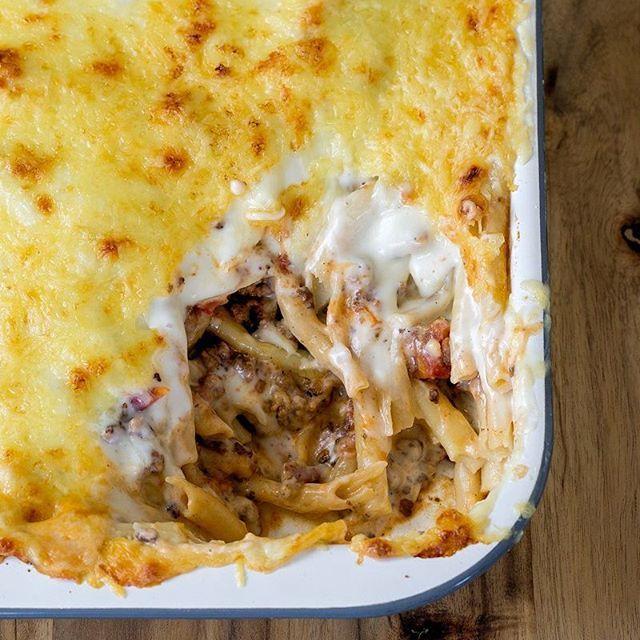 Alle zu Tisch bitte. Es gibt Makkaroni mit Hackfleisch, zweierlei Käse und supercremiger Sauce. Einfach geil. 😍 Das Rezept ist im Profil verlinkt! ... #kochen #rezepte #foodblog #foodblogger #abendessen #lecker #schmeckt #mittag #mittagessen #makkaroni #maccaroni #rezeptebuchcom #ilovefoodblogs #käse
