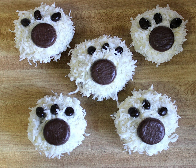 Polar bear cupcakes- Love the Peppermint patty pawprints! #dog #puppy #animal