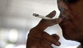 Grupo Ecológico Sentinela dos Pampas: multa para quem jogar bituca de cigarro na rua...  Arquivo/Marcello Casal Jr/Agência Brasil