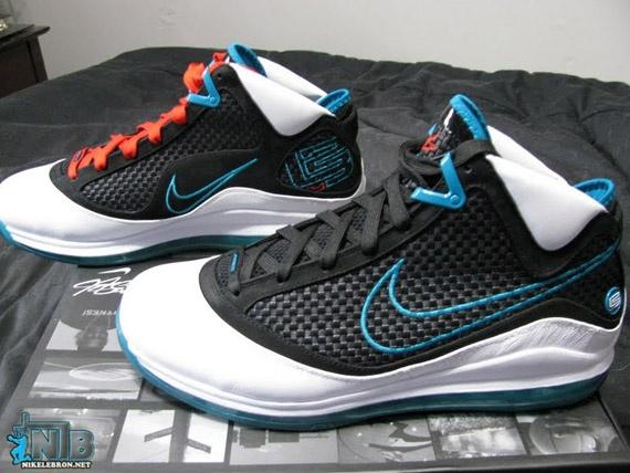 """Red Carpet"" Nike Air Max LeBron VII"