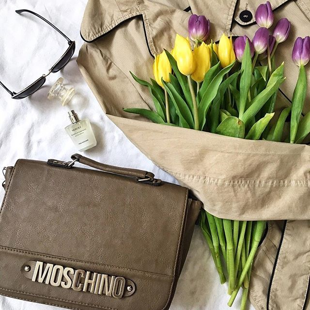 When life gives you rainy days, wear cute trench and a sassy bag 👌🏼 _____________________✿_____________________ . . . . _____________________✿_____________________ . #coat #trench #bag #moschino #tulips #lalele #geanta #perfume #parfum #fragrance #loveit #accessories #lifestyle #fashion #style #girly #things #fashionista #fashiongram #ootd #outfit #inspiration #white #alb #instadaily #instamood #bestoftheday #instafashion #vscocam _____________________✿_____________________