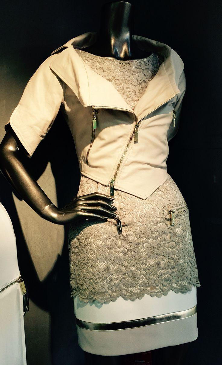 Veste en cuir crème Made in Italy Robe tricolore avec superposition de dentelle beige et zip or