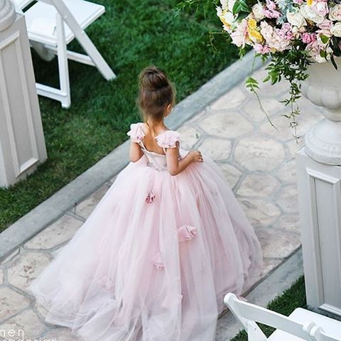 How adorable is this couture flower girl dress by #isabella_couture?
