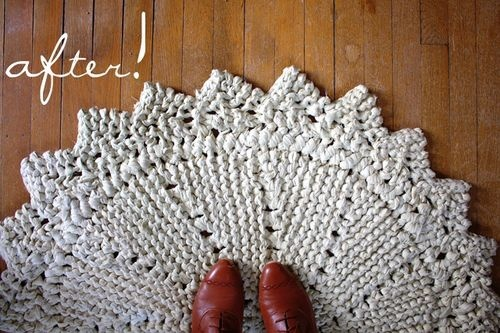 Giant rug knit out of ripped king sheet.  The free pattern download is here:  http://store.cocoknits.com/products/rag-doily-rug.html: Patterns Downloads, Rag Rugs, Knits Crochet, Giant Rugs, Knitting Crochet, Crochet Rugs, Rugs Knits, Free Patterns, Knits Rugs