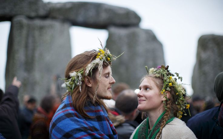 In Photos: 23,000 People Celebrate Summer Solstice at Stonehenge | Thousands of people gathered at Stonehenge on Sunday morning to watch the sun rise on the summer solstice. Onward for photos.