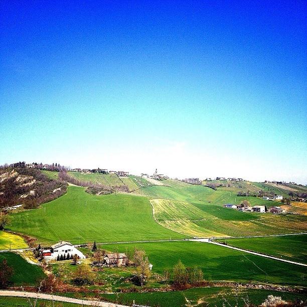 @Inchiostrata Il mio paese è là dove passano le nuvole più belle by Turismo Emilia Romagna, via Flickr