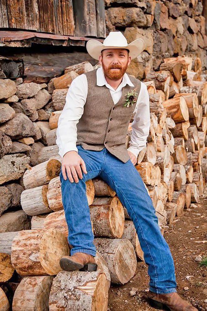 18 Rustic Groom Attire For Country Weddings ❤ See more: http://www.weddingforward.com/rustic-groom-attire/ #weddings #groom