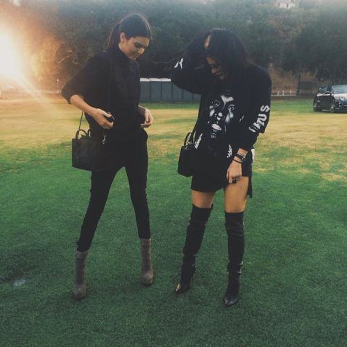 guys don't compare urselfs to kendall or kylie or anyone in the kardashian family. rember they've grown up in a rich environment allowing them to buy the best and do what most can't. do not beat yourself up over things that arnt in your control.