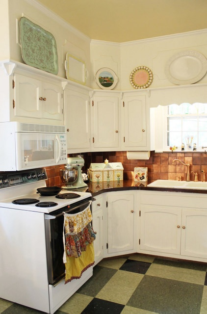 Vintage A Tied To Front Of Stove Instead Towel So Pretty Home Sweet Kitchen Soffit Decor Cabinets