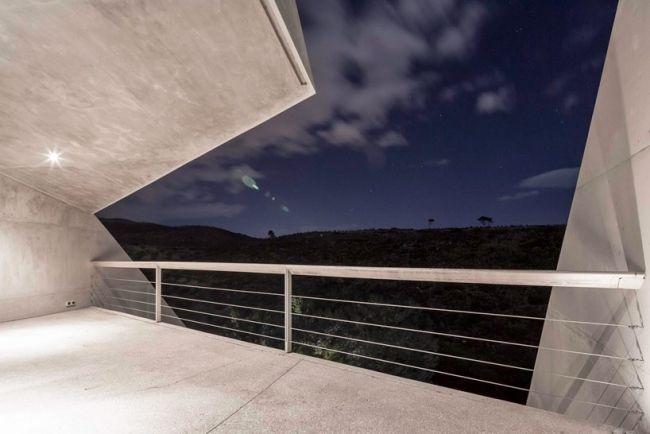 betonhaus kallitechnoupolis terrasse aussicht nacht beleuchtung