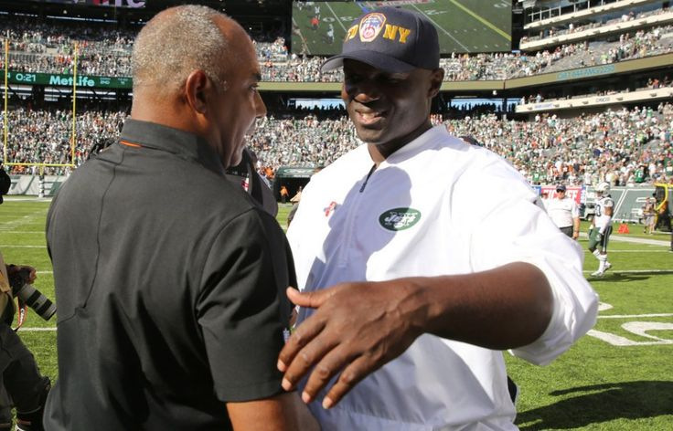 Bengals coach Marvin Lewis and Jets coach Todd Bowles shake hands after the New York Jets lose 23-22 to the Cincinnati Bengals in NFL action. 9/11/16 East Rutherford, N.J. (John Munson | NJ Advance Media for NJ.com)