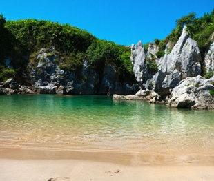 World's Strangest Beaches    Gulpiyuri Beach (Photo: Román P. G.): Buckets Lists, Beaches Photo, Seaside Dreams,  Seacoast,  Sea-Coast, Travel World Dreams, Amazing Places, Gulpiyuri Beaches, Strangest Beaches