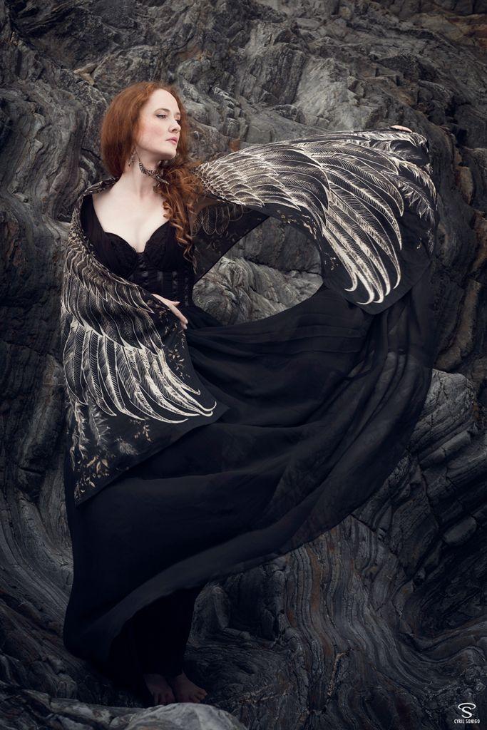 shooting-photo-femme-oiseau-noir-etole-shovava-scarf-black-wings-woman-bird-icare-ocean-bretagne-tribulons (5)