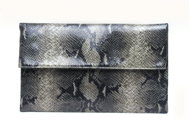 Pythonia 2C clutch bag #clutchbag #taspesta #handbag #clutchpesta #fauxleather #kulit #snakeskin #kulitular #python #animalprint #folded #fashionable #simple Kindly visit our website : www.zorrashop.com