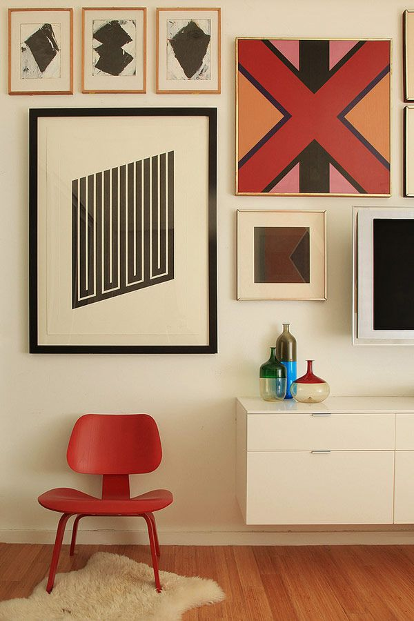 Love the pops of red and geometric artwork.