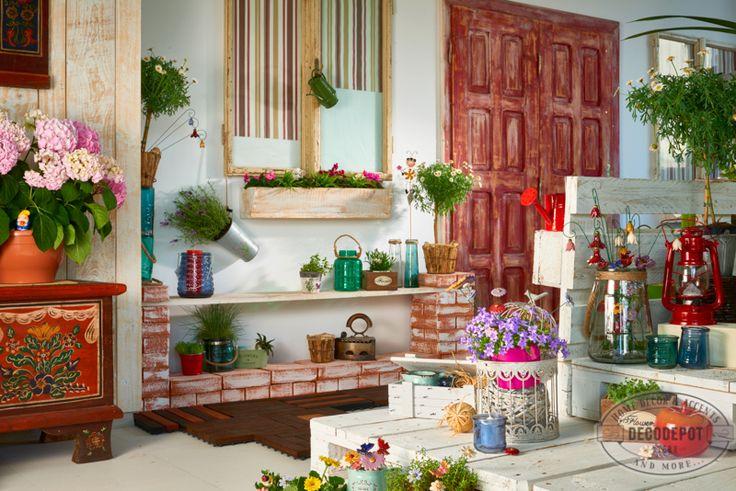 Secţia Garden DecoDepot. Ghiveci. Flori fel şi fel. Decoraţiuni de grădină. Pomişori. Seminţe. Ustensile de grădină. DecoDepot. Brasov. Garden section. Pots. Flowers. Seeds. Greenery. Garden. Decoratives.