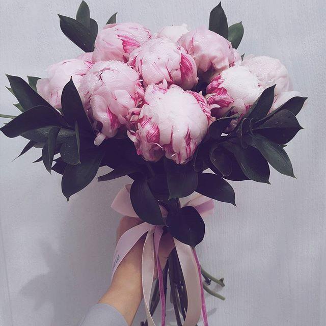 Buchet cu bujori roz. este perfect pentru un cadou într-o zi de vară.  Pink peony bouquet. A perfect summer gift!