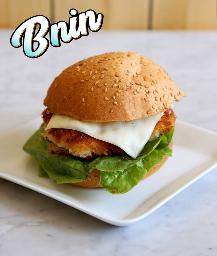 Hamburger aux crevettes Bnin Découvrez la recette sur notre chaîne YouTube: bnin  #hamburger #burger #fishburger #fastfood #foodporn #instafood #moroccanfood #cuisinemarocaine #foodandwine #traditionalfood