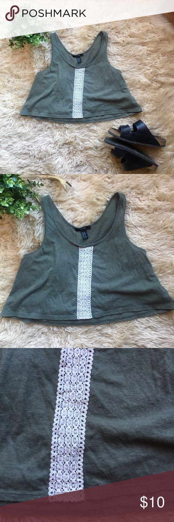Forever 21 Festival Crop Top Forever 21 XS Festival Crop Top. Green with a strip of crochet detailing. Pre-owned, some light wear. Pair with palazzo pants or high waisted shorts and some Birkenstocks and your fav concert tix. Forever 21 Tops Crop Tops