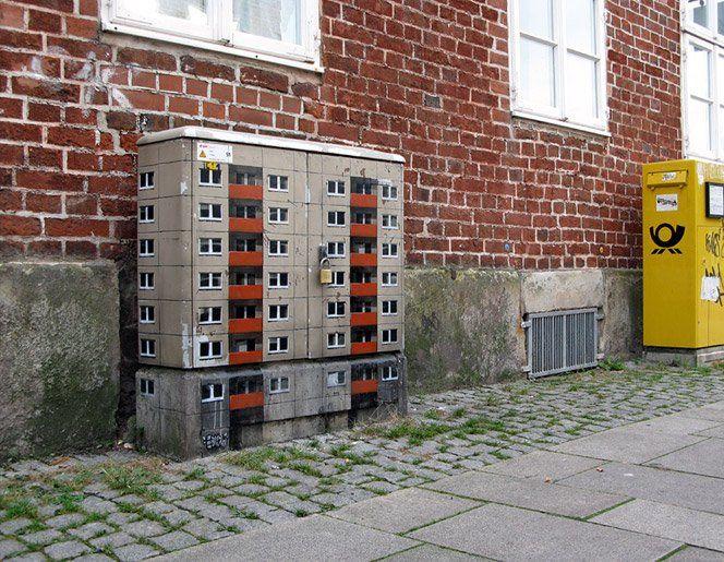 Bem legal esse conceito do artista EVOL, que transforma caixas elétricas e outras formas geométricas em miniaturas de prédios.Fonte