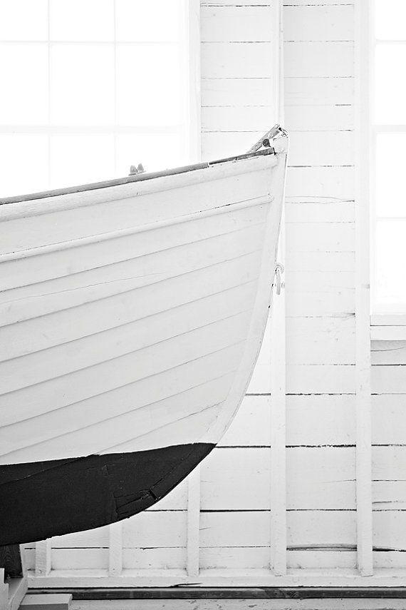 Items op Etsy die op Nautische boot foto boot fotografie 8 x 12 zwart-wit kunst vintage boot kunst afdrukken nautische home decor reflectie kunst aan de muur lijken