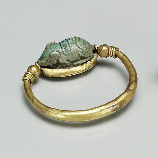 Ring set with a Mouse Design Amulet   Period: New Kingdom Dynasty: Dynasty 18 Reign: reign of Thutmose III Date: ca. 1479–1425 B.C. Geography: Egypt