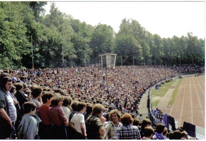30.05.1981 Gegengerade zu DDR-Oberligazeiten. Wismut Aue - 1. FC Magdeburg 2:1 vor 18.000 Zuschauern.