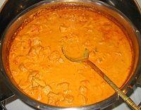 Kurczak w sosie tikka masala. Kuchnia indyjska.