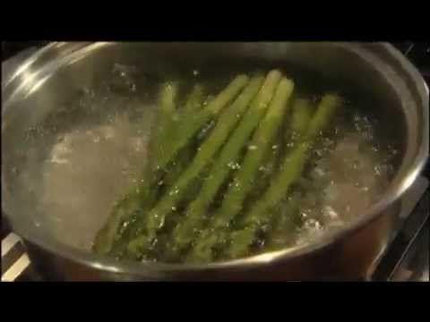 Rachel Allen Asparagus with Easy Hollandaise Sauce #kerrygold