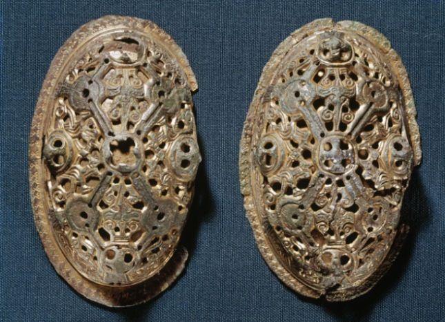 Viking women's shell-shaped brooches. Viking Age. Дания. Копенгаген. Национ. музей