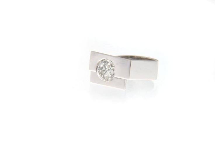 White gold and diamond ring www.alegriab.com