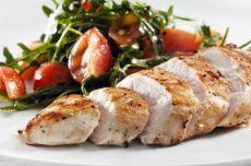 Вкуснейшие куриные рулетики с креветками и соусом песто — Вкусные рецепты