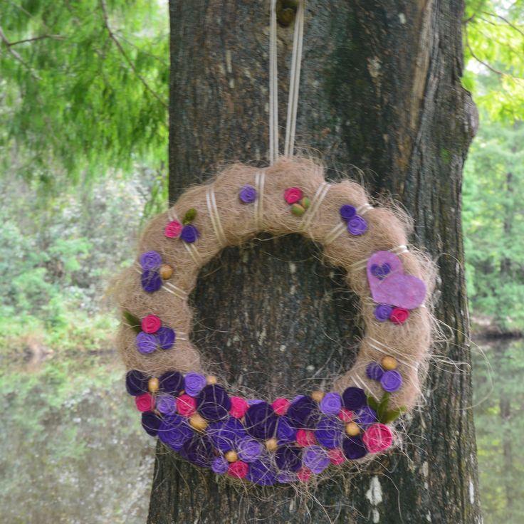 Венок с цветами из фетра