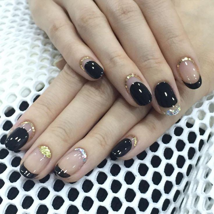 Nail Unistella by EK . Lab — [#유니스텔라트렌드] 홀리데이에 어울리는 #cuticleart #glitternails...