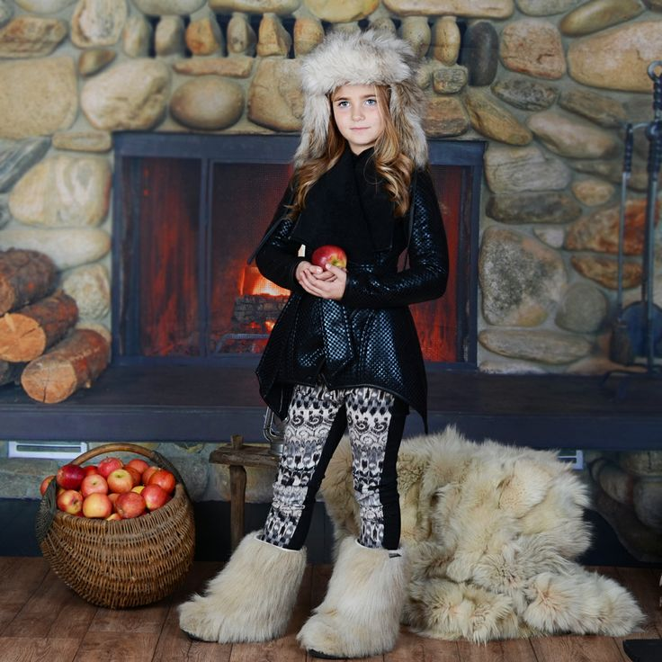 Това страхотно детско палто ще бъде добро решение за студените зимни дни и ще осигури неповторимата визия на вашето дете.