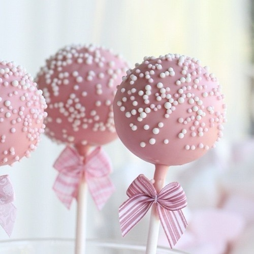 pink vintage cake pops with bows!